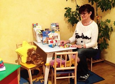 """Für """"ihre"""" Kinder hat die Logopädin Karin Kitter eine Vielzahl von Spielen parat."""